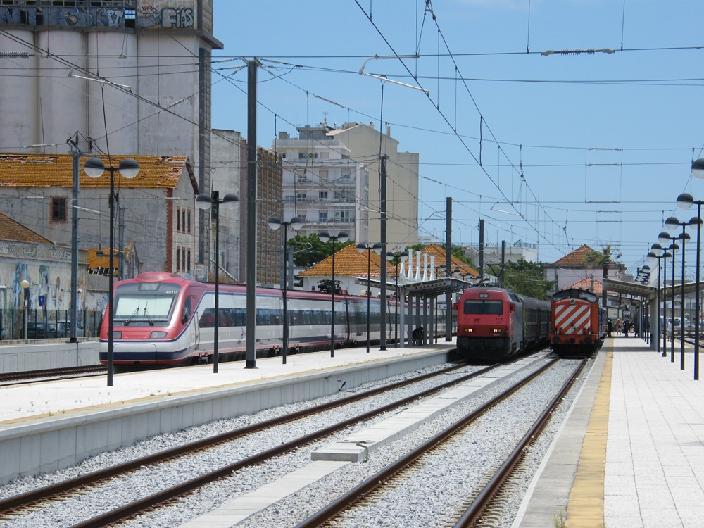 Trains at Faro 01.07.14